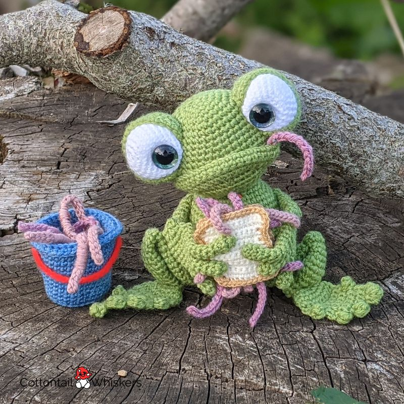 Amigurumi worm sandwich crochetfrog pattern by cottontail and whiskers