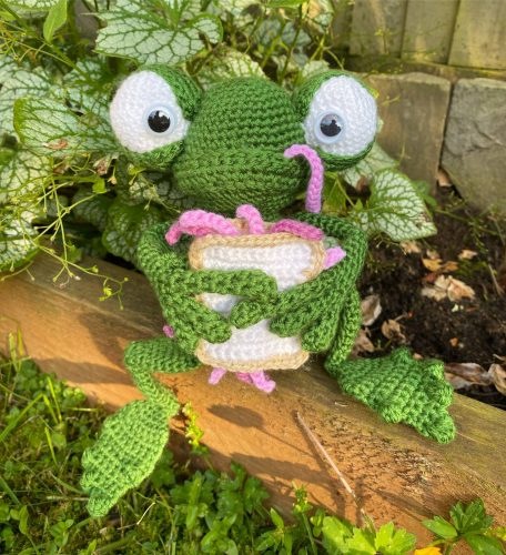 Amigurumi Crochet Frog Pattern Review by Becky Matley for Cottontail and Whiskers