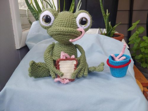 Amigurumi Crochet Pattern Frog Review by Amanda Smith for Cottontail and Whiskers