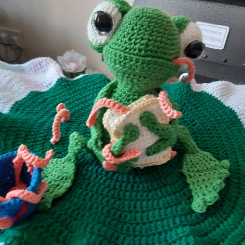 Amigurumi frog crochet pattern review by susan bradford for cottontail & whiskers