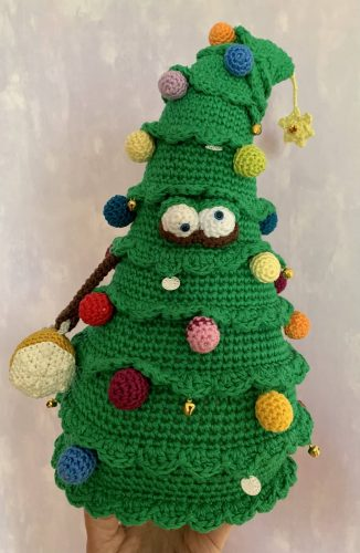 Christmas Tree Crochet Amigurumi Pattern Review by Minno Baarman for Cottontail and Whiskers
