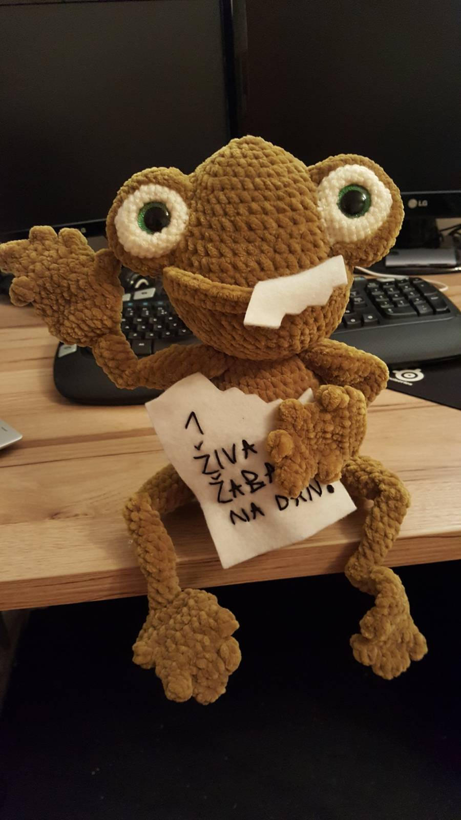 Frog Amigurumi Crochet Pattern Review by Tjaša Mulej for Cottontail and Whiskers